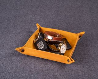 Personalized Leather Tray, M Size In Caramel Brown